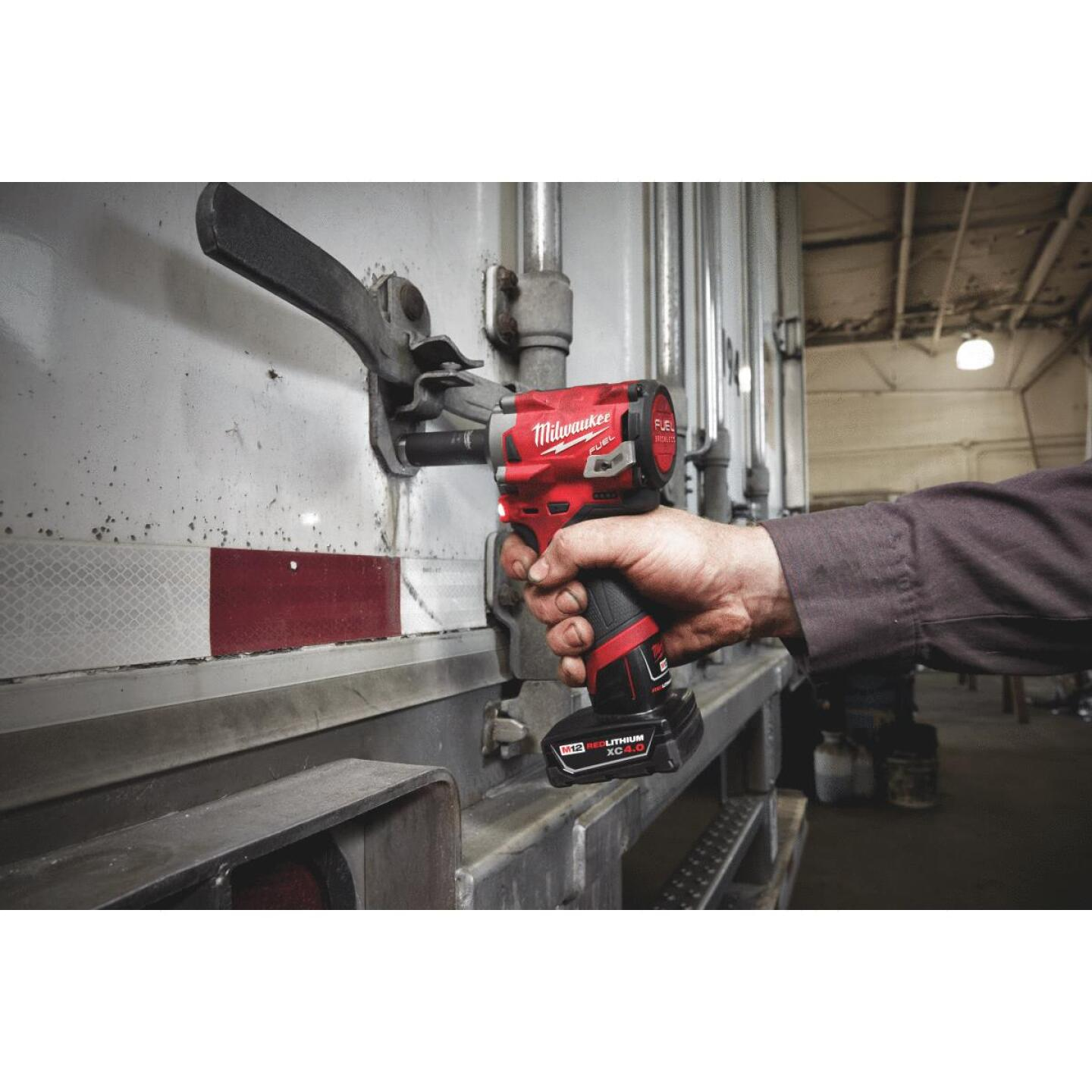 Milwaukee M12 FUEL 12 Volt Lithium-Ion Brushless 1/2 In. Stubby Cordless Impact Wrench (Bare Tool) Image 3