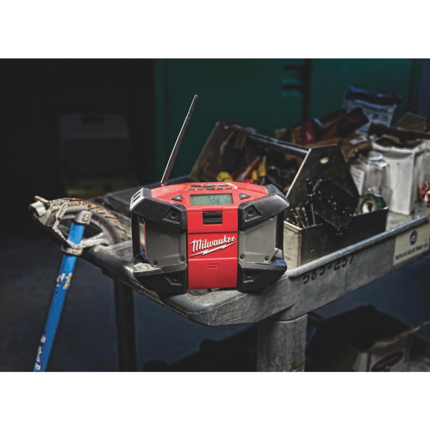 Milwaukee M12 12 Volt Lithium-Ion Cordless Jobsite Radio (Bare Tool) Image 2