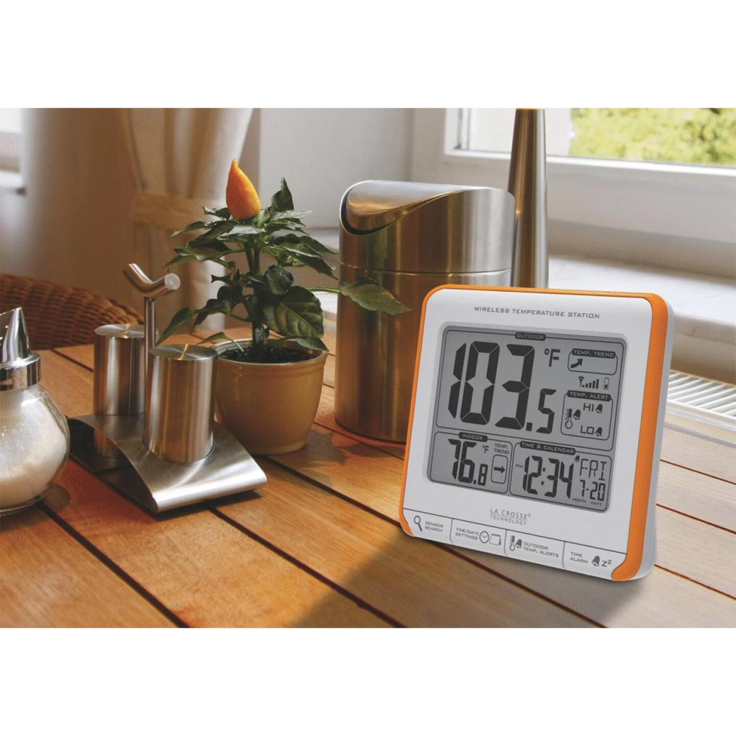 La Crosse Technology Wireless Temperature Weather Station Image 3
